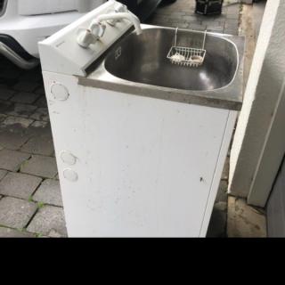 Washtub with washing machine connection