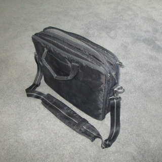 Sturdy Dell laptop bag - many compartments